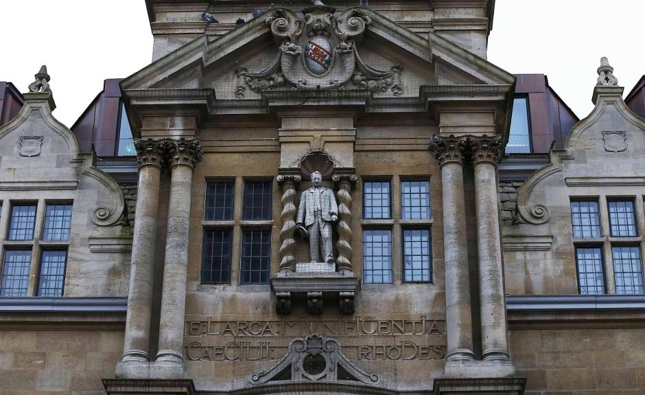2015 wurde das Denkmal des englischen Kolonisten Cecil Rhodes an der Universität Kapstadt entfernt. Daraus entstand eine globale Protestbewegeung, der das Oriel College in Oxford nicht nachgab.