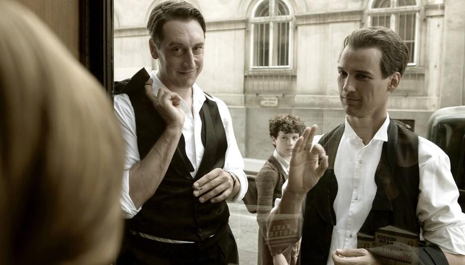 Freunde mit Sinn für innere Werte und für den richtigen Stil: Erich Kästner (Florian David Fitz, rechts) und Erich Ohser (Hans Löw).
