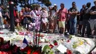 Gedenken: Am Tag nach dem Anschlag auf der Promenade des Anglais in Nizza.