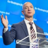 """""""Democracy dies in darkness"""": Mit dem Spruch soll der Amazon-Chef und Eigentümer der """"Washington Post"""" Jeff Bezos die Redakteure angespornt haben."""