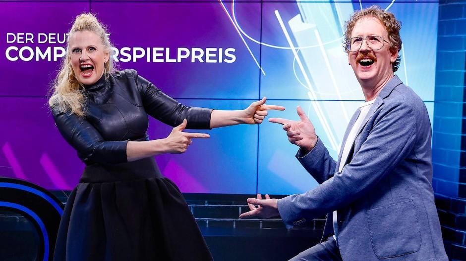 Durchaus aufgedreht: Barbara Schöneberger und Uke Bosse bei der Preisgala.