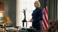 """Taugt nicht als Vorbild: In der finalen Staffel von """"House of Cards"""" steht die Präsidentin Claire Underwood (Robin Wright) ihrem Ex-Mann Francis in nichts nach."""