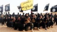 """So inszeniert sich der Terror: Propagandabild des """"Islamischen Staats""""."""