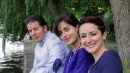 """Befragten """"Europas Muslime"""": Nazan Gökdemir (rechts) und Hamed Abdel-Samad mit Sineb El Masrar, Publizistin und Autorin."""