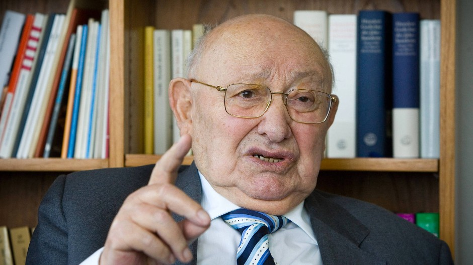 Marcel Reich-Ranicki in seinem Büro in der Frankfurter Redaktion.