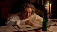 """Tobias Moretti spielt Ludwig van Beethoven am Ende von dessen Leben. Er sagt: """"Wir sind gerade in einer Zeit, in der sich alles auflöst."""""""