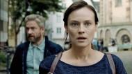 """Rekrutiert vom Mossad: Im Agenten-Thriller """"The Operative"""" gehen Diane Kruger (hier mit Martin Freeman) die Augen über."""
