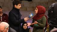 """""""Über sexuelle Belästigung sprechen, ohne dass Ihre Ehre in Frage gestellt wird"""": Jaafar Abdul Karim mit Gast in """"Shababtalk""""."""