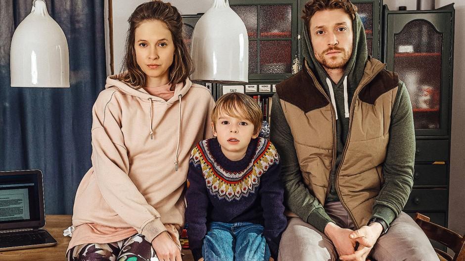 Wer behält Recht? Lisa Bitter, Emil Brosch und Daniel Donskoy (von links) spielen eine uneinige Familie.