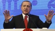 """Der Putschversuch war für ihn """"ein Geschenk Gottes"""", denn er bescherte ihm unbegrenzte Macht: Recep Tayyip Erdogan."""