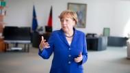 In ihrem Arbeitszimmer hängen nun Bilder von Karl Schmidt-Rotluff: Bundeskanzlerin Angela Merkel.