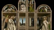Der Genter Altar von Jan van Eyck geschlossen, mit Verkündigung, Stiftern und gemalten Statuen von Johannes dem Täufer und Johannes dem Evangelisten.