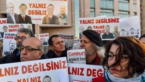 """""""Gerechtigkeit für alle Journalisten"""""""