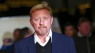 Der ehemalige Tennisstar Boris Becker schuldet einer Bank hohe Geldsummen.
