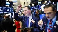 An der New Yorker Börse verliert mancher nicht nur Nerven sondern auch viel Geld.