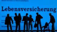 Geht es nach den deutschen Verbrauchern, sollten Finanzdienstleister ihren Kunden den Ausstieg aus ihrem Produkt so einfach wie möglich machen.