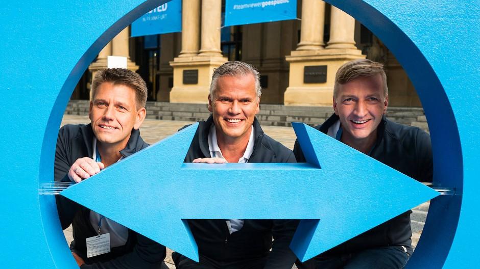 Teamviewer-Chef Oliver Steil (links) am Tag des Börsengangs mit Jörg Rockenhäuser (Mitte) von Permira und Finanzchef Stefan Gaiser (rechts)