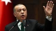 """Präsident Recep Tayyip Erdogan: Moody's hat """"seine"""" Türkei weiter heruntergestuft."""
