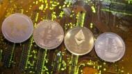 Krypto-Anlagen wie der Bitcoin haben 2018 massive Kursverluste gehabt.