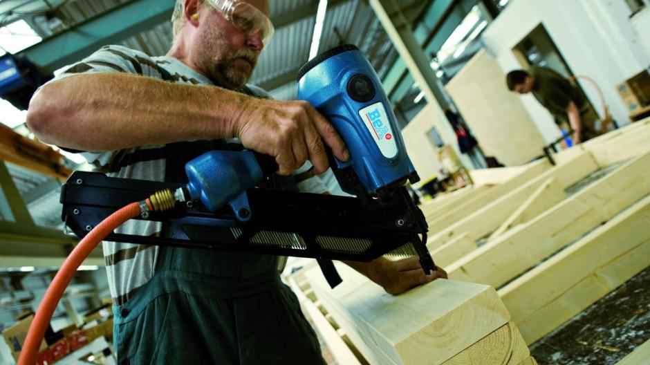 Druckluftnagler im Holzrahmenbau