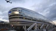 """Bürogebäude und Hotel - """"The Squaire"""" direkt am Frankfurter Flughafen."""