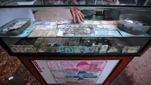 Indonesier erstattet Ex-Frau Schuldenberg – in Münzen