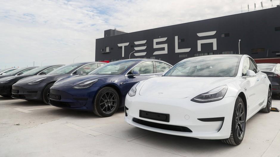 Ziel erreicht: Tesla-Fahrzeuge vor der Gigafactory in Schanghai