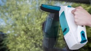 """Fenstersauger wie der """"Dry&Clean"""" von Leifheit sollen Zeit und Mühe sparen."""