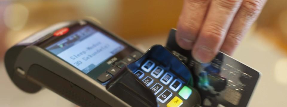 visa sieht wachstum im digitalen bezahlen mit kreditkarten. Black Bedroom Furniture Sets. Home Design Ideas
