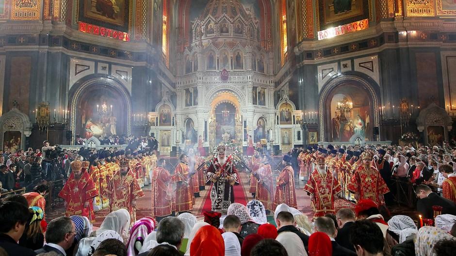 Die russische Kirche träumt von ihrer glorreichen Vergangenheit und will das Rad auch kalendarisch zurückdrehen.