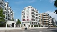 Wenn gebaut wird, dann meist Luxuswohnungen wie hier in Berlin Friedrichshain. Doch wer kann sich das überhaupt leisten?