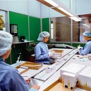 Verpackung von Tabletten in einem schwedischen Werk von Astra Zeneca.