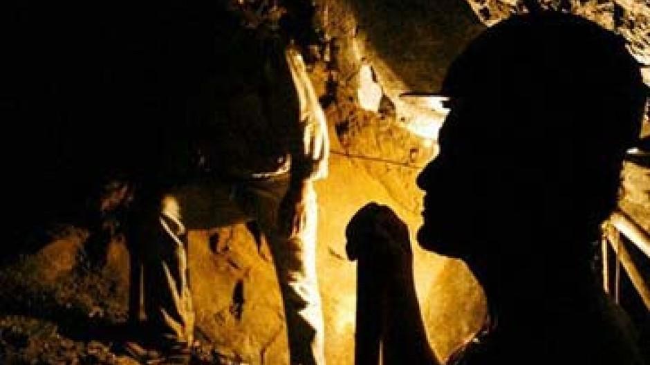 Arbeit in einer Goldmine Brasiliens