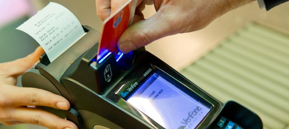 mit karte zahlen Wie heikel ist das Kleingedruckte beim Zahlen an der Kasse?