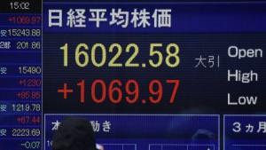 Nikkei treibt Dax an