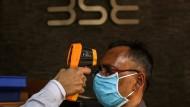 Am Eingang der indischen Börse wird scharf kontrolliert.