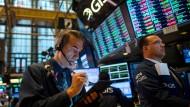 Börse in New York: Die Aktienkurse steigen, aber die Stimmung der Profianleger ist eher verhalten.