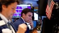 Zuletzt hatten wieder deutlich schlechter als erwartet ausgefallene Konjunkturdaten aus Amerika verstärkt negativen Einfluss auf die Börse.