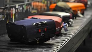 Gepäck darf bei Europas Billigfliegern auch weiterhin extra kosten.