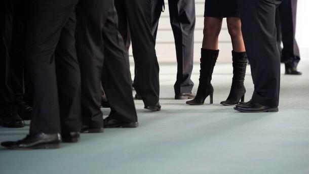 Frauen fordern weniger Geld als Männer