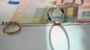 Müssen Unverheiratete mehr für Pflege der Eltern zahlen?