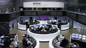 Börsianer warten auf Berichtssaison und Trump-Krönung