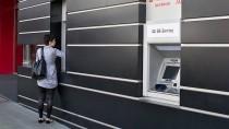 Jeder dritte Deutsche geht mindestens ein Mal pro Woche an einen Geldautomaten.