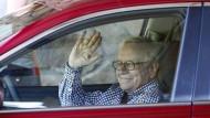 Nicht aus der Armut aber aus soliden Verhältnissen zum Multimilliardär. Warren Buffett.