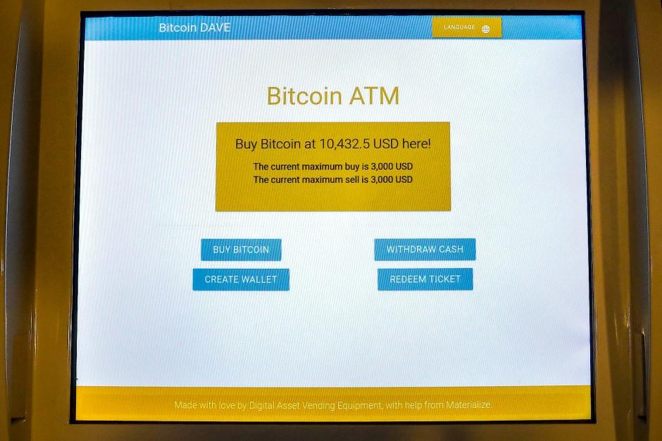 Kryptowahrung Bitcoin Knackt Auf Einigen Plattformen 10000 Dollar Marke