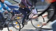Wer im Straßenverkehr einen Unfall baut, muss mit Kosten rechen - hier zahlt die Haftpflicht.