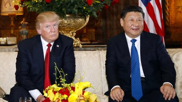 6ade6e658641 Präsident Donald Trump und Chinas Staatschef Xi Jinping setzen heute ihre  Beratungen in Florida fort. Im Mittelpunkt stehen auch die  Handelsstreitigkeiten ...