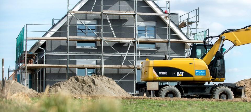 Bei Rund Einem Drittel Der Genehmigungen Warten Die Bauherren Nach Branchen  Schätzungen Mit Dem Bau