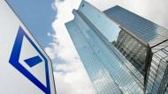 Die Deutsche Bank will mehr Gebühren von ihren Kunden beim Girokonto kassieren.