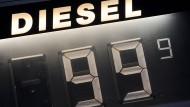 In Elmshorn mussten Autofahrer für einen Liter Diesel weniger als einen Euro bezahlen.